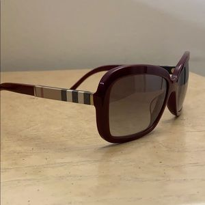 Great Condition Burberry Authentic sunglasses